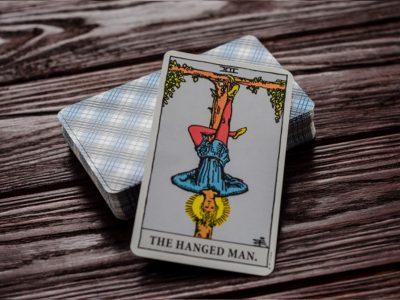 Guía De La Cartas Del Tarot: El Colgado